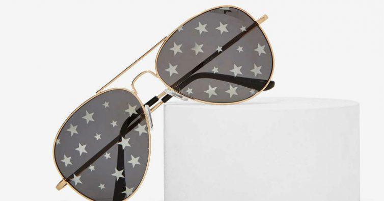 1d3a39e32 O famoso modelo de óculos à aviador recebe um upgrade diferente com este  novo modelo da Nasty Gal. As lentes destes óculos têm estrelinhas brancas  que fazem ...