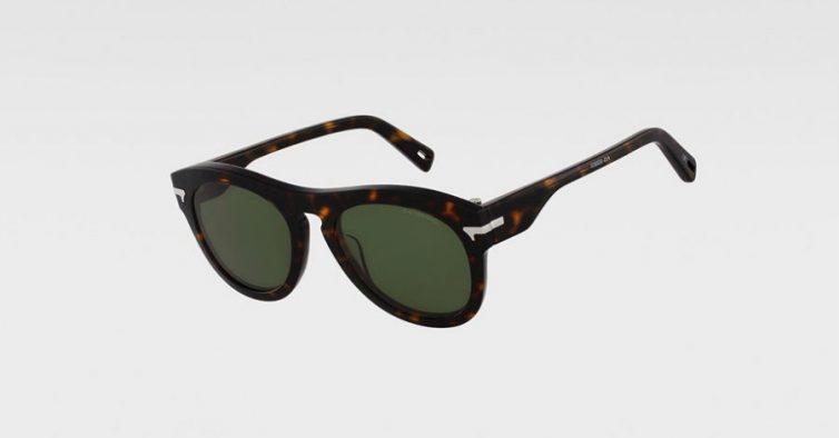 f8d56c9da São da mais recente coleção de óculos da G-Star Raw. Têm uma armação com  padrão tartaruga e lentes com anti-reflexo. 100% à prova de raios UV.