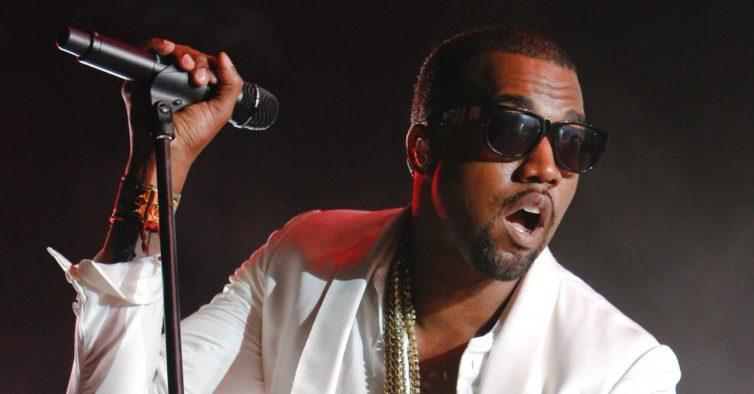 Kanye West foi hospitalizado