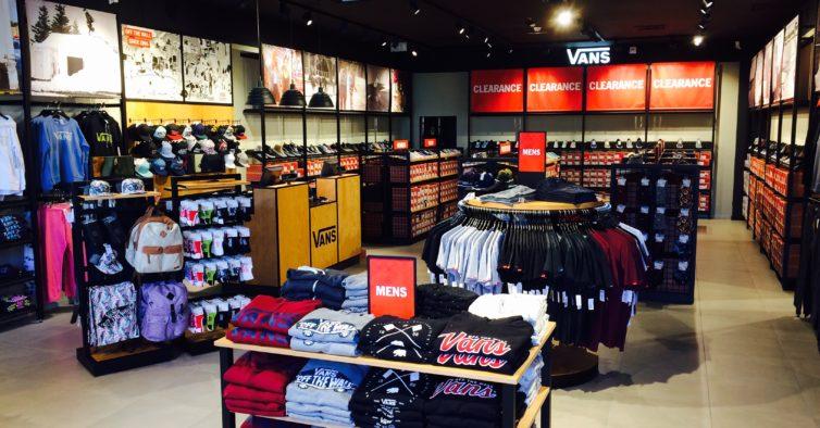 Vans abre a primeira loja outlet do País 69024086388