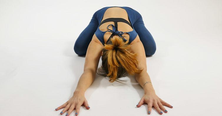 5 poses de ioga que todos os meses vão ajudar as mulheres