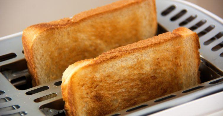 Acrilamida: o perigo das batatas fritas ou do pão torrado que pode causar cancro