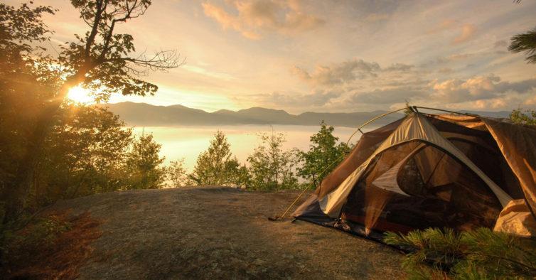 Estudo: acampar pode acabar com as noites mal dormidas