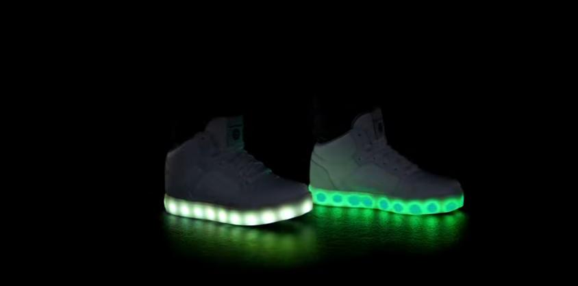 fc63119c769 A Skechers colocou luzes LED nos pés dos mais novos