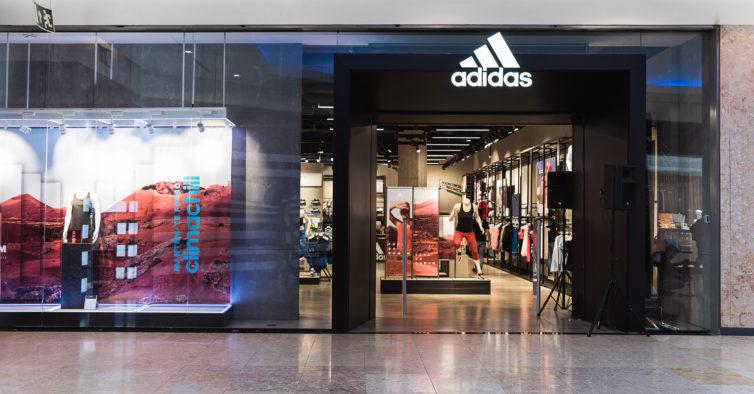 b383f7a3032 Abriu a primeira loja da Adidas em Guimarães