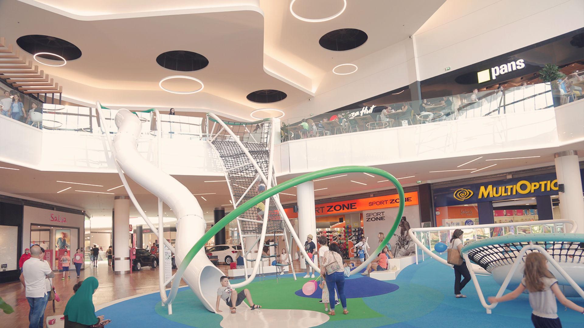 5193d608717e1 Shopping de Vila Real ganha escorrega com 6 metros de altura