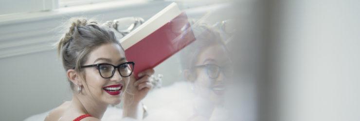 e4ab59460a596 Há um novo paraíso gigante de óculos no Chiado · Gigi Hadid lança linha de  óculos — e estão à venda em Portugal