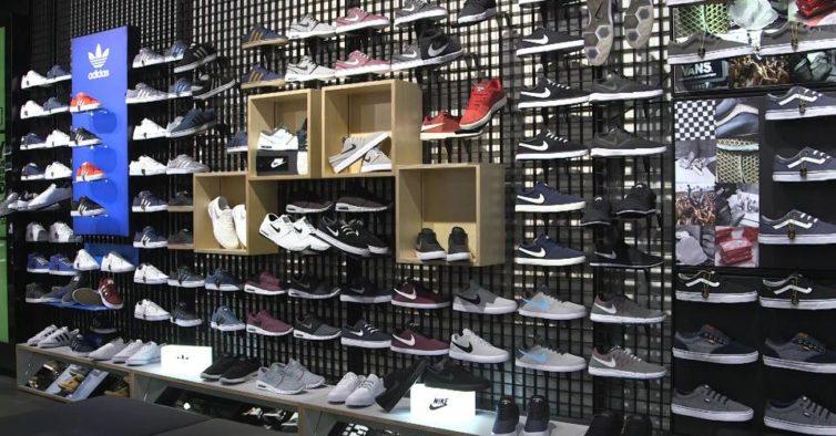 95557b3aab0 O centro comercial em Albufeira vai receber uma nova loja com New Balance e  Adidas. Falamos da JD Sports