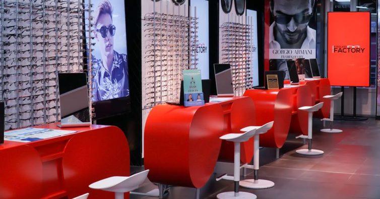 84e4faa90f9f3 Há um novo paraíso gigante de óculos no Chiado