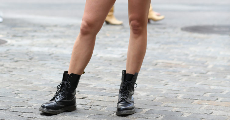 57995dfddc1fa Alerta tendência  botas estilo Dr. Martens que custam até 30€