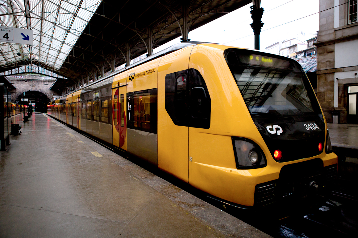 Resultado de imagem para CP - Comboios de Portugal