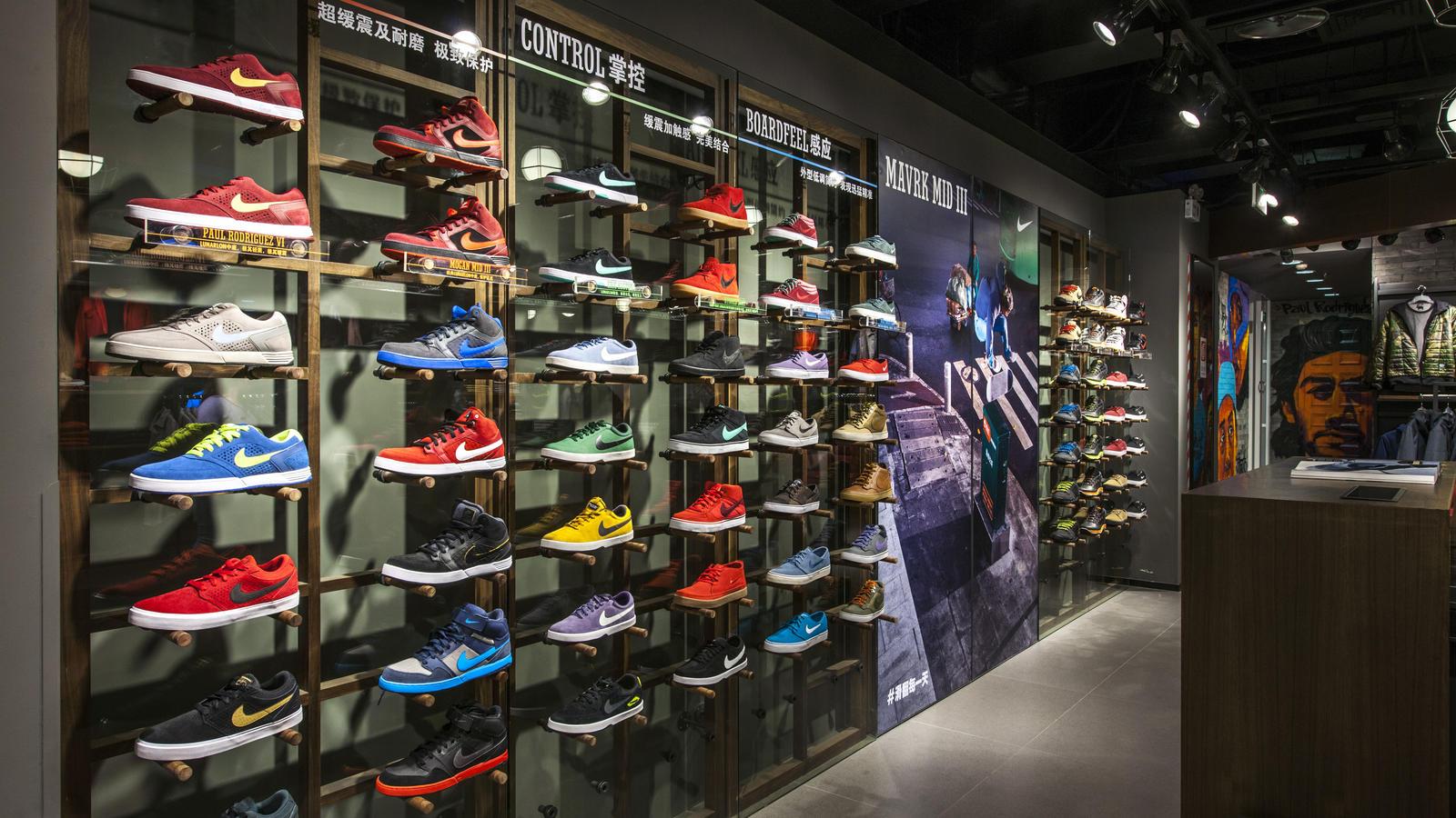 As novas sapatilhas Air Force da Nike têm bordados fofinhos