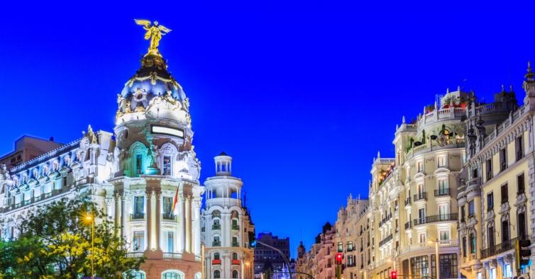 Este comboio de alta velocidade vai ligar madrid a barcelona for Proximas ferias en barcelona