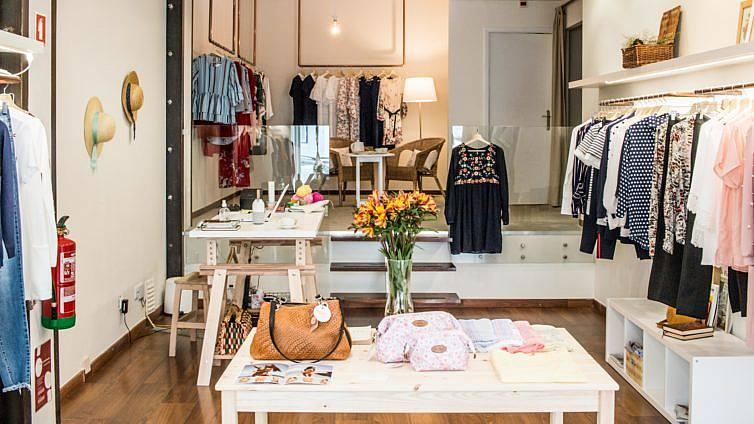 a92a1a901 Flor de Laranjeira  a nova loja de Lisboa tem roupa para todos os tamanhos.  Não há só roupa