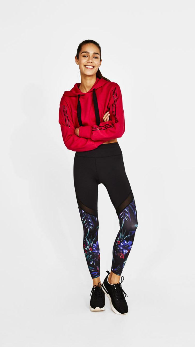 055cc8c3f0 Com metade da perna em preto, transparente pelo meio e um padrão floral no  final, este modelo tornou-se um sucesso. Na loja online já esgotou em todos  os ...
