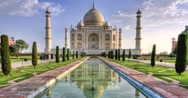 Taj Mahal na Índia reabre ao público seis meses depois