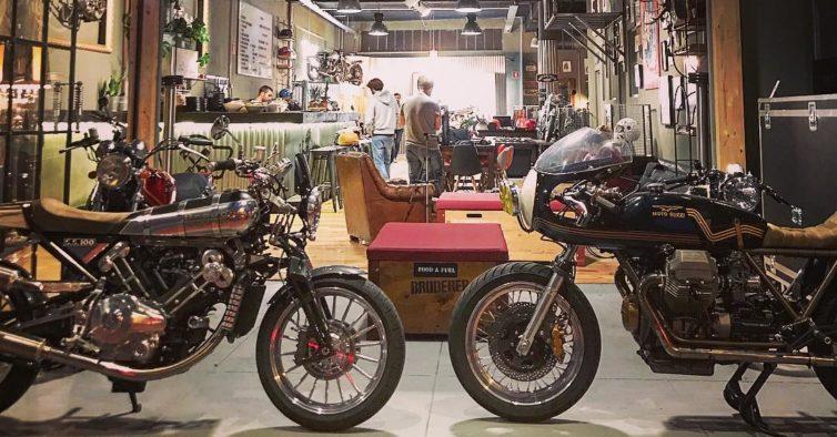 [Notícia] Ton-Up Garage: petiscos e motas no Porto 8f0fb7454fee1fd40274ed552f9148ad-754x394