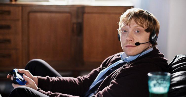 Ron Weasley — perdão, Rupert Grint — é o protagonista da nova série da Netflix