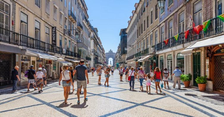 Quem dormir num hotel ou alojamento de Lisboa passa a pagar 2€ de taxa — por noite