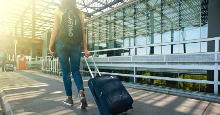 5f2423579 As novas e apertadas restrições para a bagagem de mão nos voos para os EUA