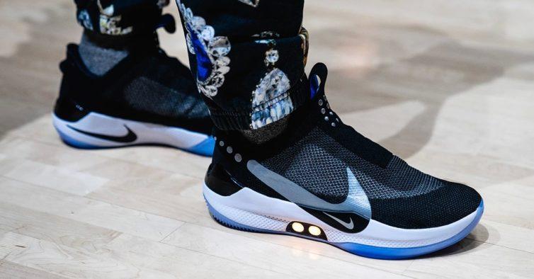 A Nike tem umas sapatilhas que se atam sozinhas