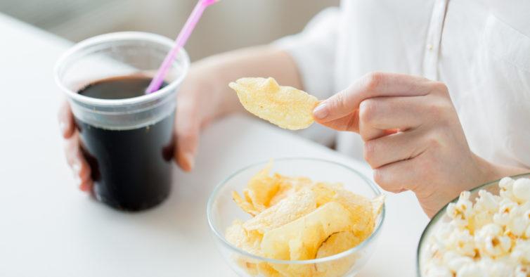 O que nunca deve comer (ou fazer) a cada altura do dia se quer perder peso