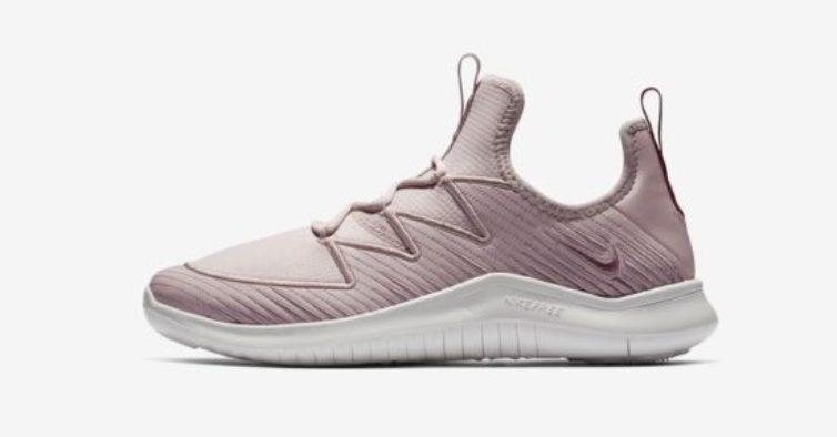 c7c319332bb As sapatilhas Nike Free TR Ultra são leves e flexíveis para serem rápidas e  adaptáveis a qualquer treino. O design sem atacadores possui cabos Flywire  para ...