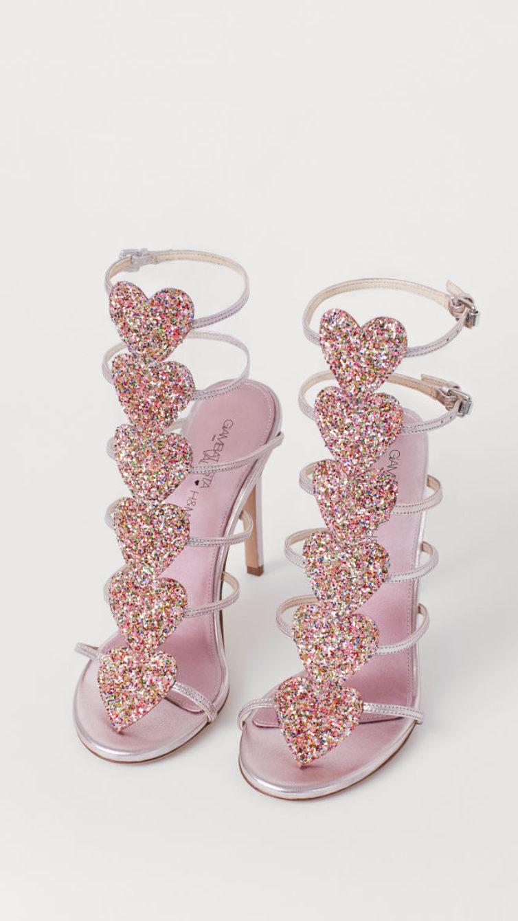 f43bf1086e São sandálias em rosa metalizado de pele