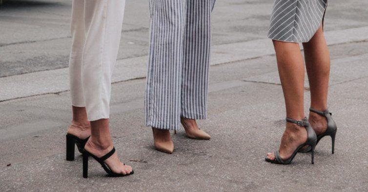 cf704eb2b As sandálias das novas coleções que deve usar este verão