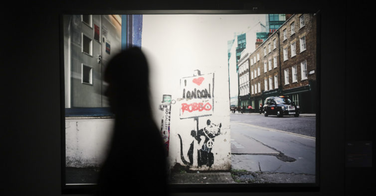 As melhores peças da exposição sobre Banksy em Lisboa — que já pode visitar