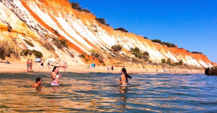 Atenção: praias do Algarve entre Faro e Albufeira estão interditas a banhos