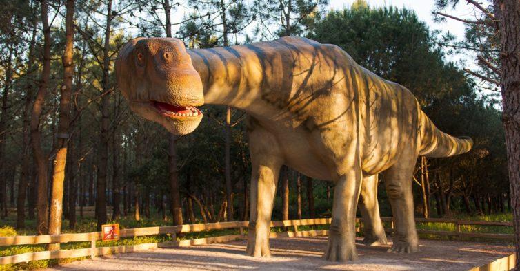 O SANA está a oferecer bilhetes para o maior parque de dinossauros da Europa