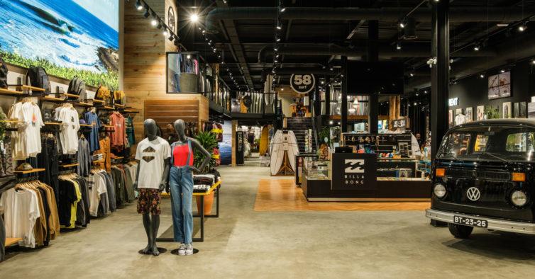 Abriu uma loja gigante de pranchas de surf, roupa e cerveja artesanal