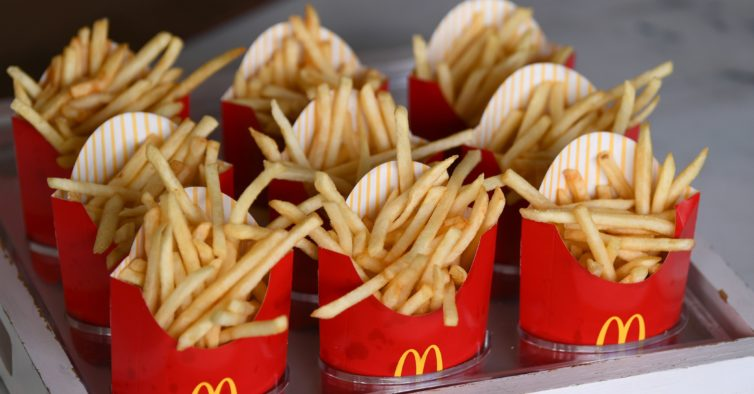 Sabe quantas calorias têm as batatas fritas das cadeias de fast food?