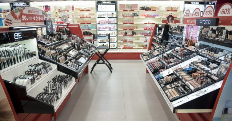 A Perfumes & Companhia do Freeport reabriu com um beauty bar e mega descontos
