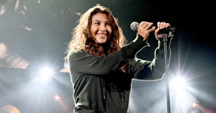 Filha de Chris Cornell lança música produzida pelo pai
