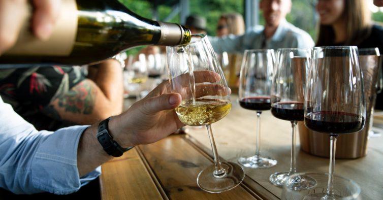 Este fim de semana pode pagar 3€ e provar mais de 30 vinhos no Cais do Sodré