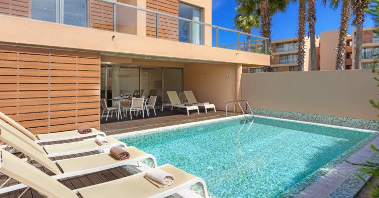 Há novas villas com piscina privada para alugar no Algarve
