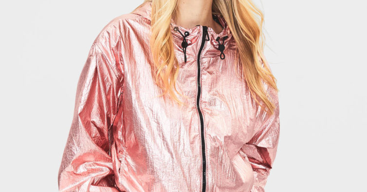 Blusão de nylon metalizado, Bershka (25,99€)
