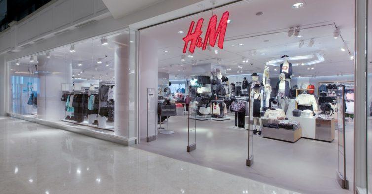 Os famosos casacos de pelo chegaram à H&M (e já estão quase a esgotar)