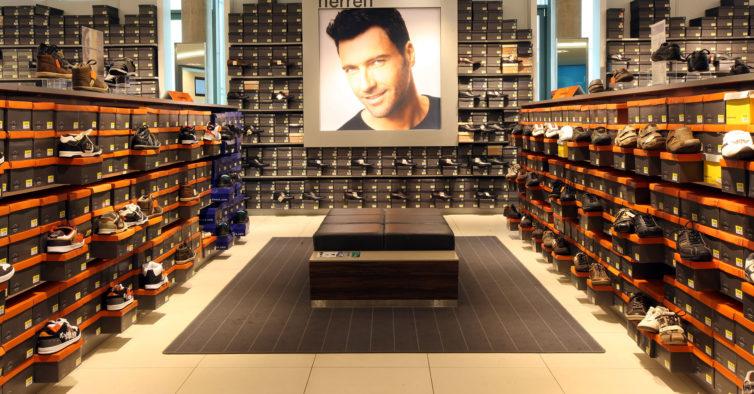 Há uma nova loja da Deichmann com sapatilhas da Adidas, Nike