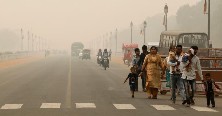 Por causa da poluição, na Índia já existem bares que vendem oxigénio