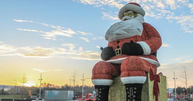 O maior Pai Natal do mundo está em Portugal (e é incrível)