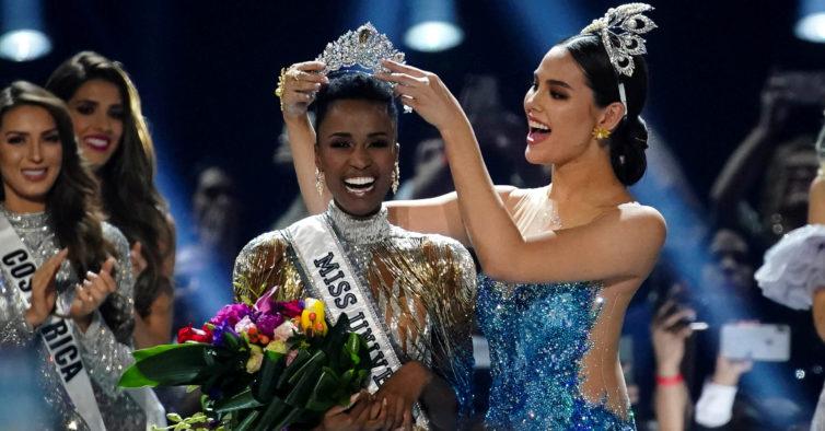 Fez-se história: a nova Miss Universo é negra e tem o cabelo super curto
