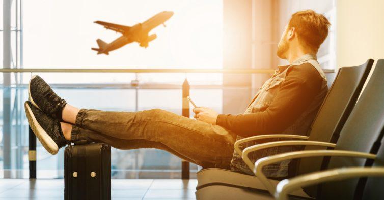 Os truques do Google Flights que permitem poupar centenas de euros em viagens