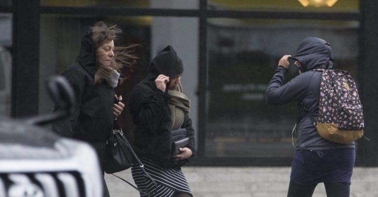 Vento forte e temperaturas negativas deixam o País em alerta amarelo