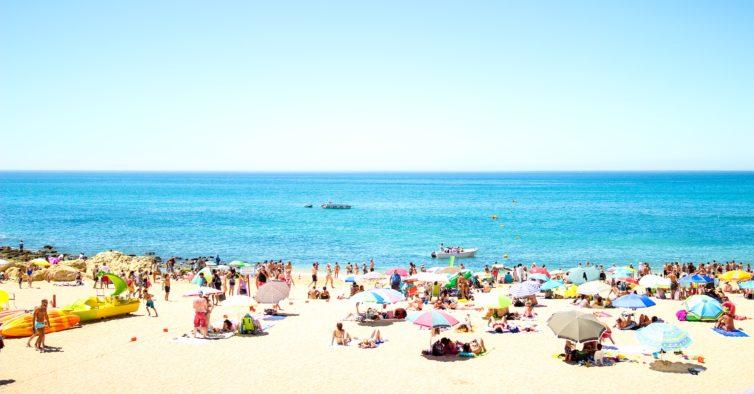 Turistas irlandeses elegem o Algarve como o melhor destino do verão de 2020