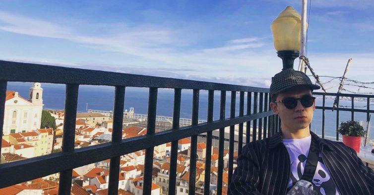 """Otis, protagonista de """"Sex Education"""", esteve a passar férias em Lisboa"""