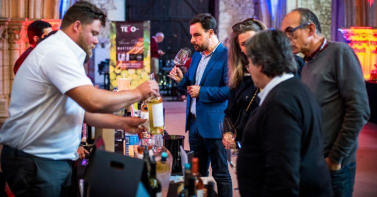 No Tejo a Copo pode provar dezenas de vinhos por 3€