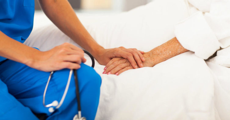 """Farmacêuticos criticam """"forma precipitada"""" como eutanásia foi aprovada"""